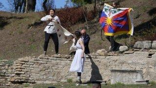 Pékin 2022: la flamme olympique allumée en Grèce, cérémonie perturbée