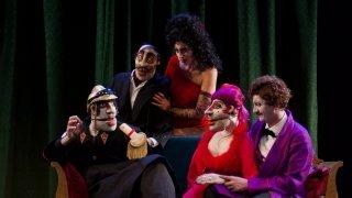 Gland: une pièce mythique portée par des marionnettes à grande bouche