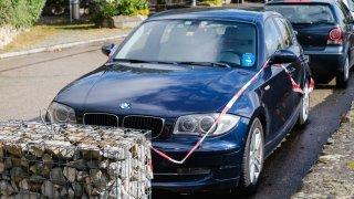Vich: une BMW squatte une place depuis un an, les autorités vont la vendre