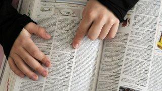 «La langue évolue de toute façon»: une Suissesse a contribué à la «Grande grammaire du français»