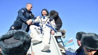 Atterrissage d'une fusée au Kazakhstan, élections au Kosovo, volcan en Espagne: la galerie photos du 17 octobre 2021