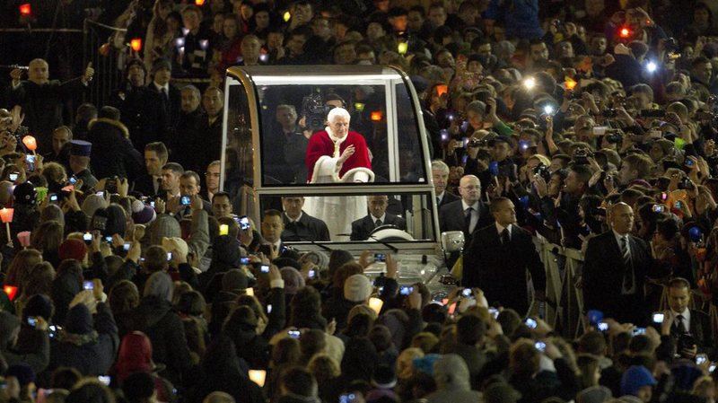 epa03519976 Pope Benedict XVI (C) waves from his 'Popemobil' as he arrives at Saint Peter's Square for a prayer with members of the Taize' Community, at the Vatican City, 29 December 2012. According to Vatican media sources some 40.000 mostly young faithful came together on Saint Peter's Square for a vigil and a year's end prayer with the Pontiff.  EPA/CLAUDIO PERI BEST QUALITY AVAILABLE DUE TO LIGHT SITUATION