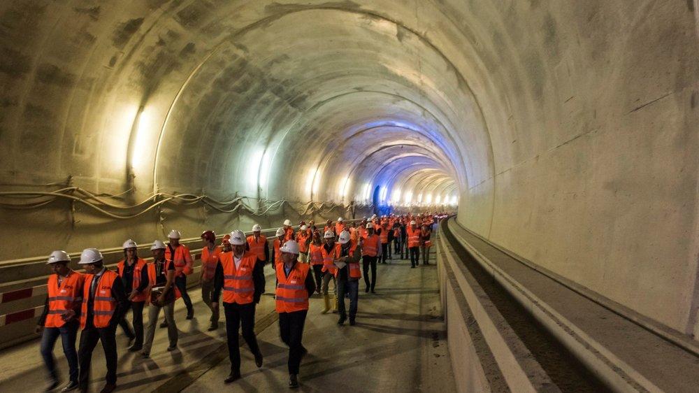 Le percement du tunnel de Champel a marqué la fin de l'excavation des 10 kilomètres de parcours souterrain du CEVA. Au total, 80% du chantier genevois du RER transfrontalier a été réalisé.