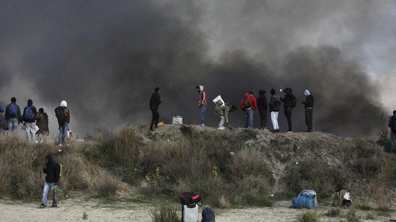 France: une rixe opposant une centaine de migrants fait 16 blessés à Calais