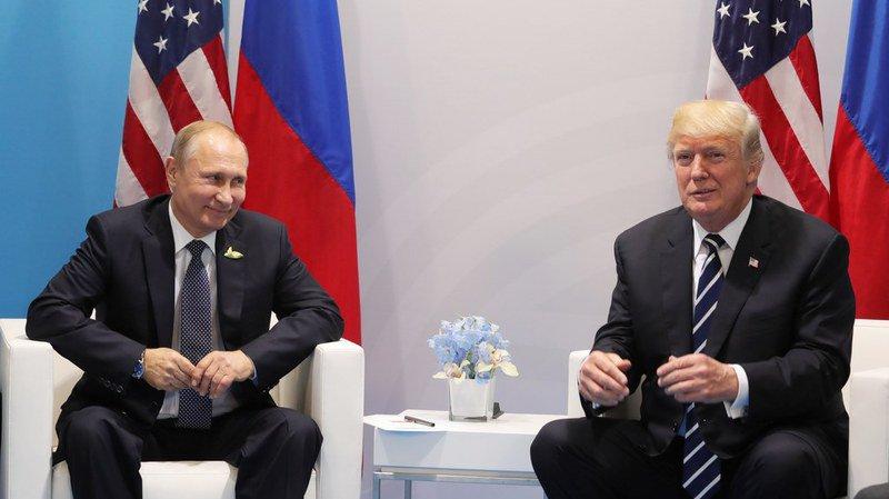 """Fermement interrogé à deux reprises, le président russe aurait """"catégoriquement nié"""" une intervention dans les élections."""
