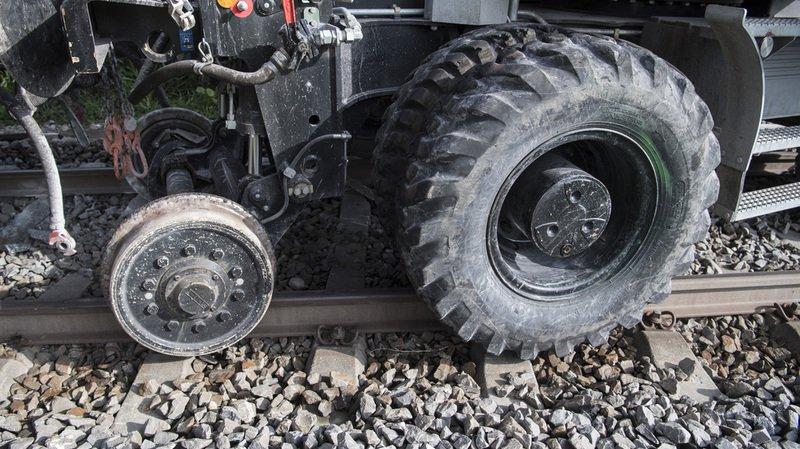 Zurich: un train de travaux percute une pelle mécanique et déraille, un ouvrier blessé
