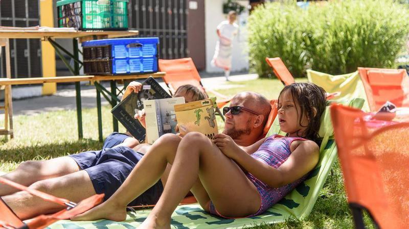 La bibliothèque s'invite à la piscine de Morges