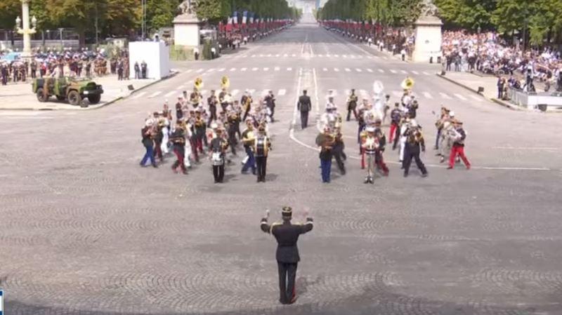 France: la fanfare militaire joue du Daft Punk à l'occasion du défilé du 14 juillet