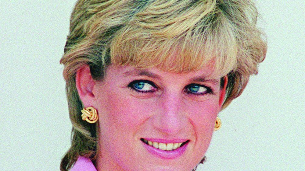 Lady Diana, une légende qui n'a cessé de s'amplifier pendant seize ans, avec une extrême charge émotionnelle.