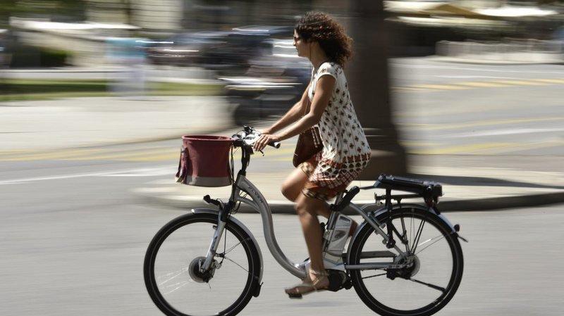 Bien que le port du casque soit obligatoire depuis 2012 pour les vélos électriques rapides, 17% des cyclistes ignorent cette réglementation. (illustration)