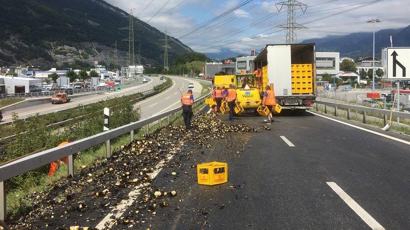 Grisons: des centaines de bières tombent d'un camion sur une entrée d'autoroute