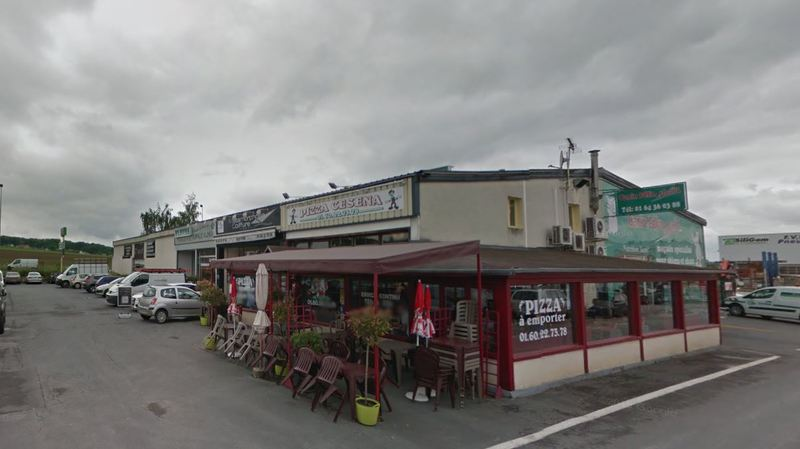 France: une voiture fonce dans une pizzeria et fait au moins un mort et 12 blessés