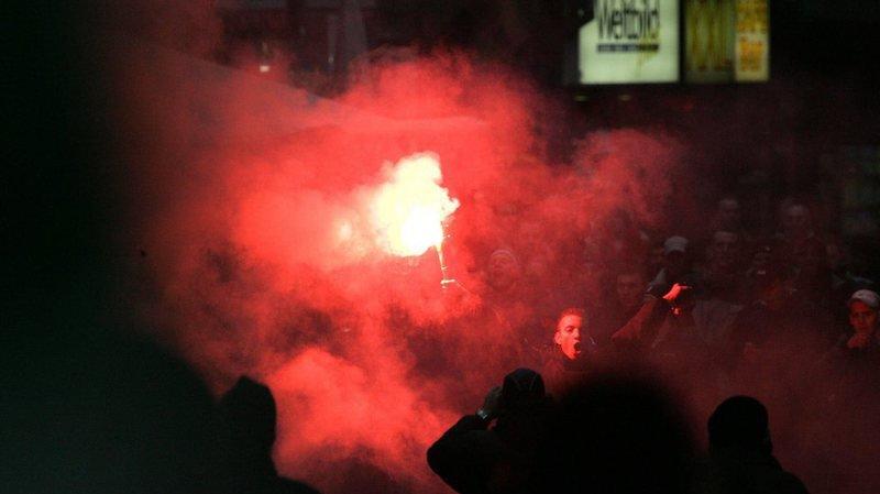 Un hooligan risque quatre ans de prison pour avoir jeté des explosifs et des fumigènes lors d'un match