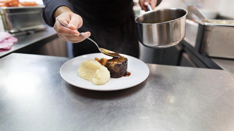 Pour se voir distinguer, les restaurants doivent préparer les plats intégralement ou en majeure partie dans leurs propres cuisines.