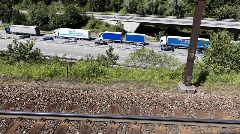 Pétition: l'Initiative des Alpes veut contrôler plus de camions