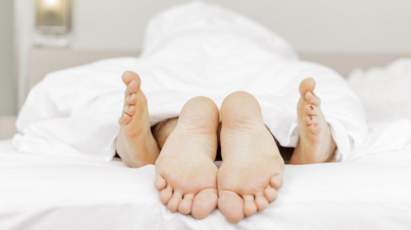 Sexualité: en Suisse romande et orientale, les couples font plus souvent l'amour qu'ailleurs