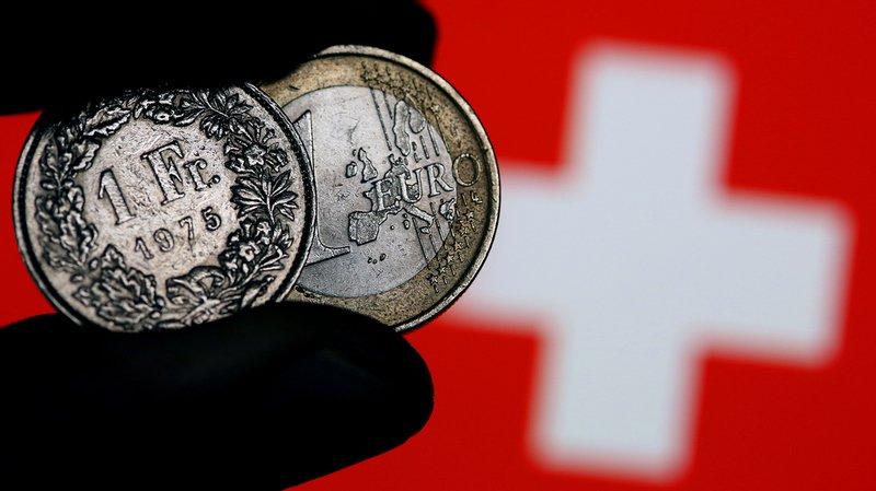 Taux de change: l'euro passe la barre des 1 franc 15, du jamais vu depuis l'abandon du taux plancher