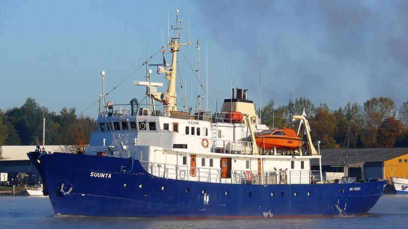 Crise migratoire: le bateau des activistes d'extrême-droite sauvé en pleine mer par une ONG d'aide aux migrants