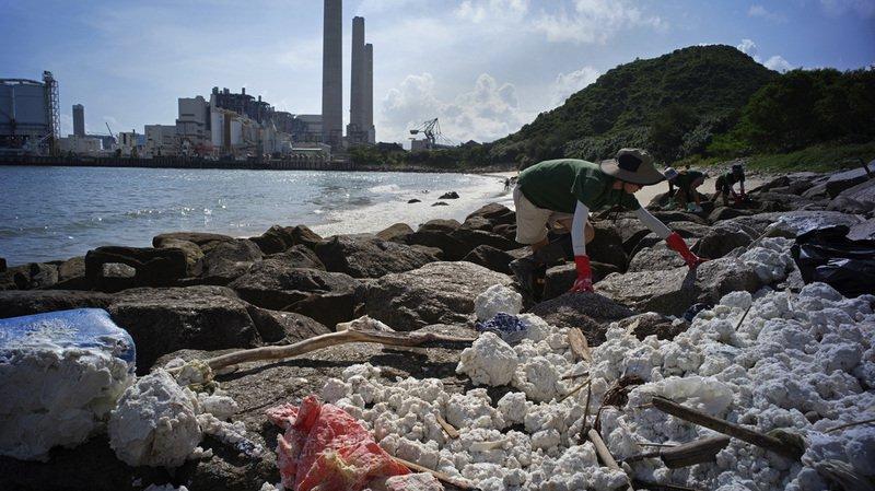 Collision entre deux navires: 1000 tonnes d'huile de palme dans les eaux de Hong Kong
