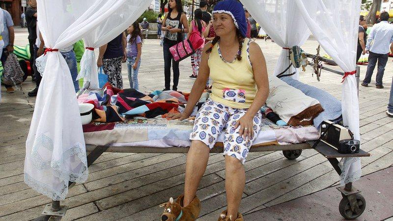 """Colombie: pour combattre le stress, des habitants célèbrent le """"jour de la paresse"""""""