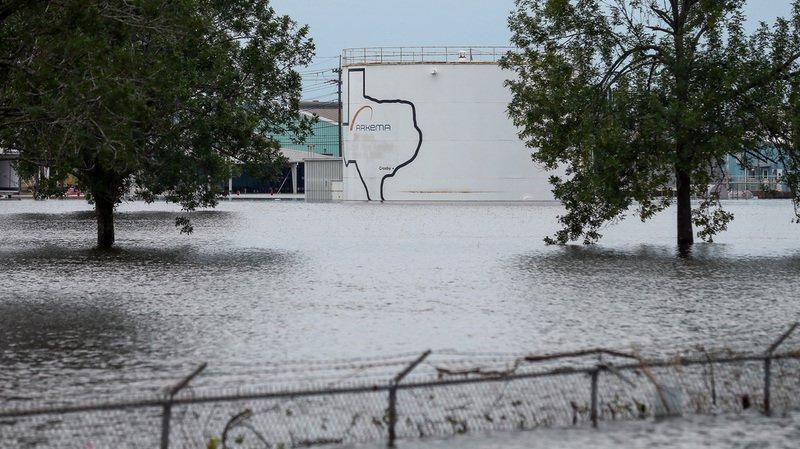 Ouragan Harvey: deux explosions dans une usine chimique près de Houston