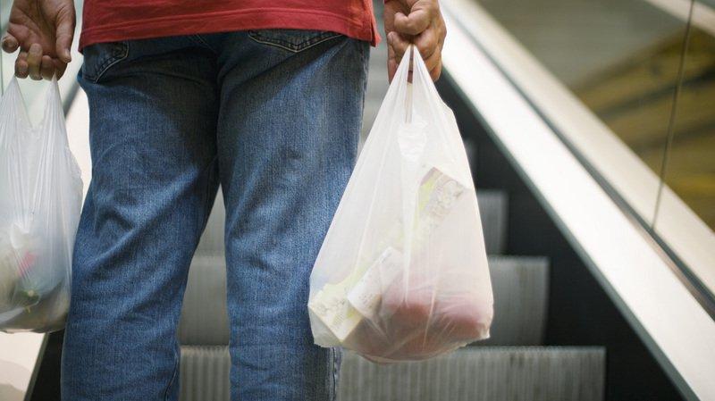 Pollution: jusqu'à 4 ans de prison pour l'utilisation de sacs en plastique au Kenya