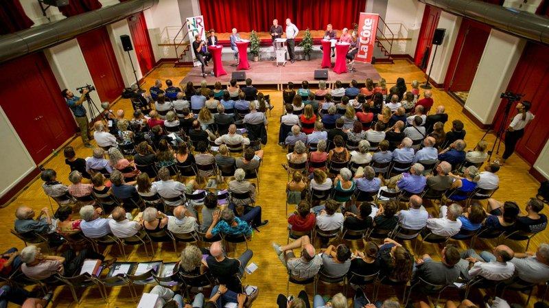 Partisans et opposants au projet de foyer pour migrants débattaient à la salle communale de Nyon avant le vote du 24 septembre prochain.