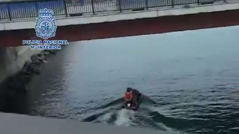 Espagne: la police démantèle un réseau qui faisait passer aux migrants le détroit de Gibraltar en jet ski