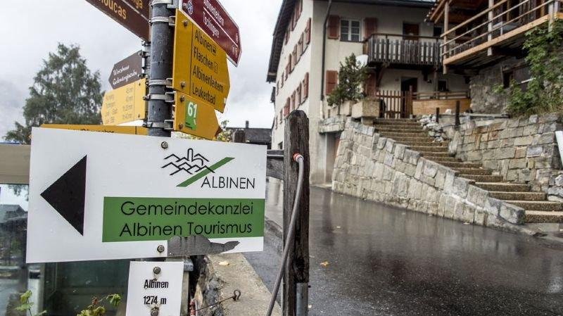Plus de 20 médias, dont TF1, s'intéressent à l'assemblée primaire d'Albinen, dans le Haut-Valais