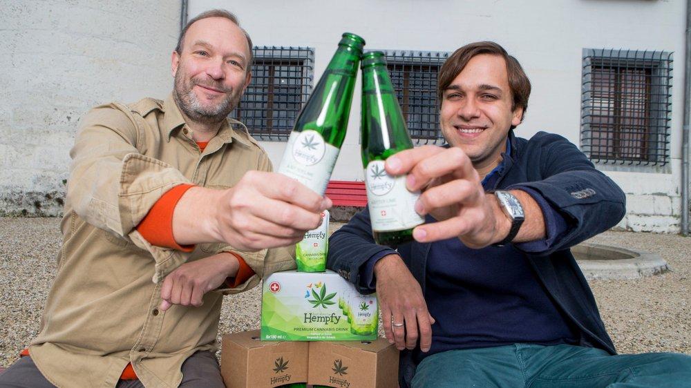 fondateurs de la start-up Hempfy à Duillier sont déjà parvenus à séduire une centaine de points  de vente en Suisse avec leur tonique au chanvre, 100% légal et 100% suisse.