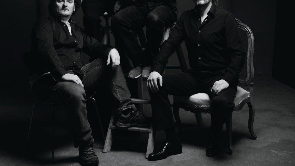 Daniel Perrin (en haut à gauche) et Lee Maddeford (en haut à droite) ont fondé la Compagnie 5/4 pour créer des projets de théâtre musical.