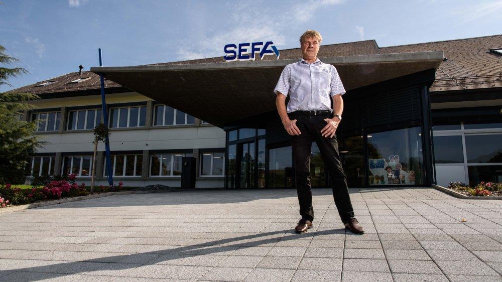 Le directeur de la Sefa, Philippe Rusconi, s'apprête à accueillir à bras ouverts le public lors des portes ouvertes de samedi. Avec un nouveau slogan à la clé: «Nous vous apportons plus que l'énergie», à l'image de l'état d'esprit qui anime désormais l'entreprise.