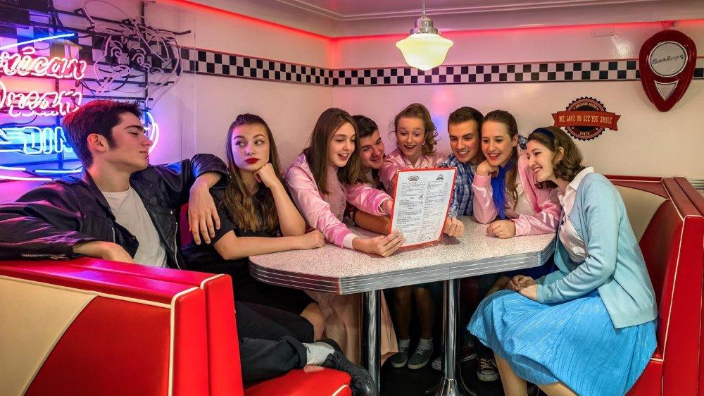 Le collectif nyonnais Rythmes en Scène livre ce samedi avec «Grease» sa première production.