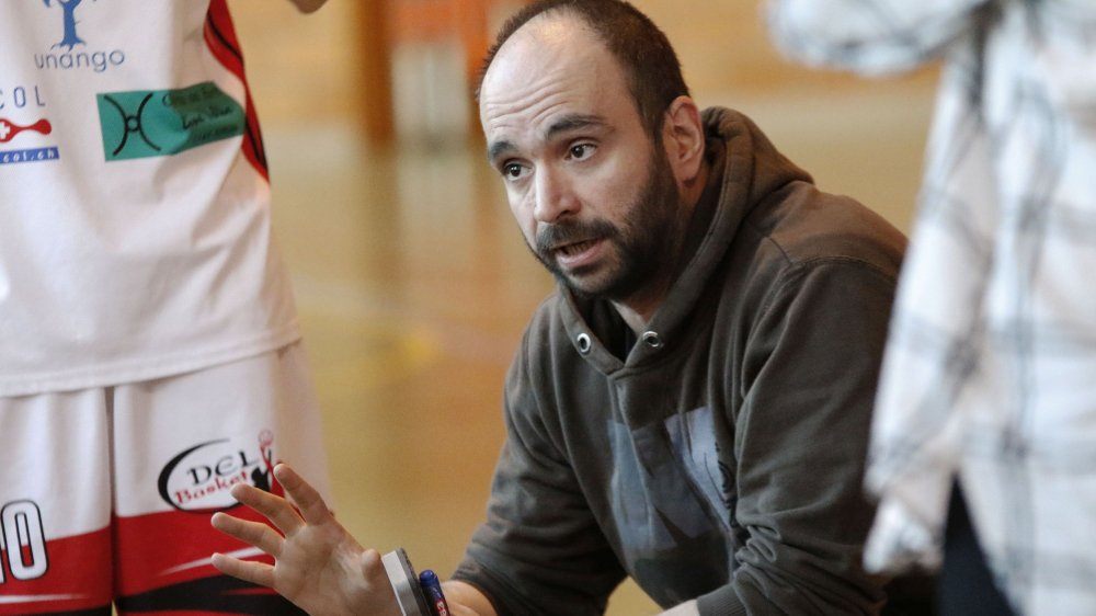 Luca Gradassi, l'entraîneur de DEL Basket, espère, comme ses joueuses, disputer les play-off.