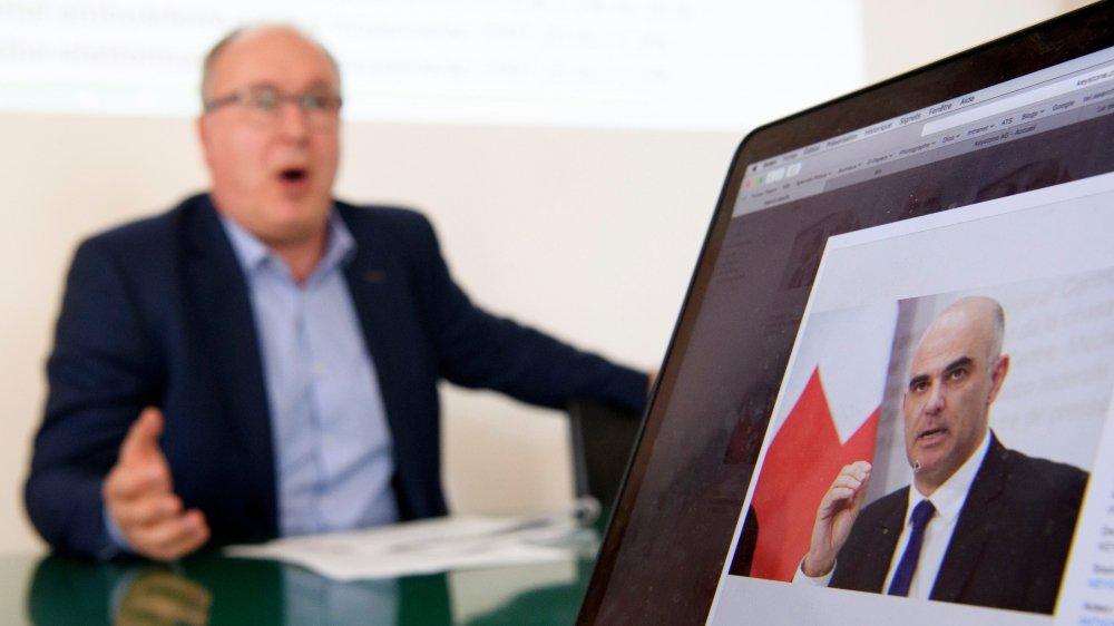 Pierre-Yves Maillard (à g.) entend prendre des mesures pour tenter d'améliorer la situation des assurés vaudois.