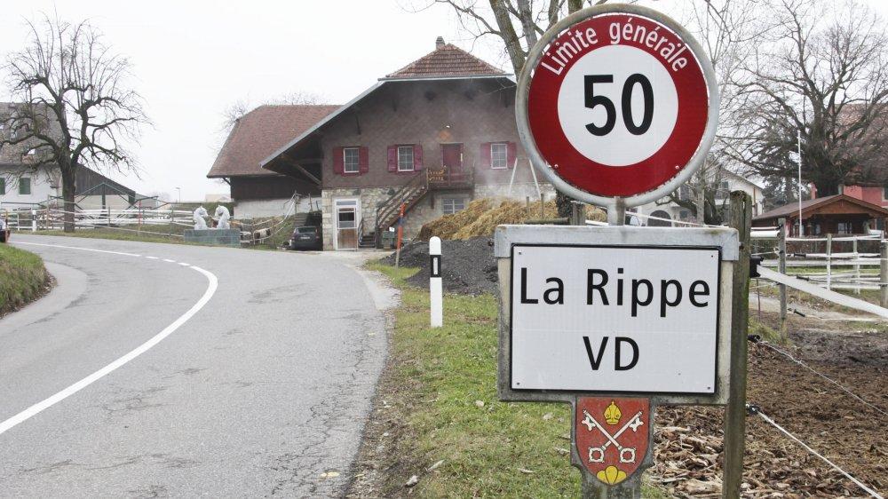 A La Rippe, le conseil communal n'a pas voulu d'une motion demandant que l'on étudie les retours sur investissements au Conseil Régional, voire d'envisager une sortie du village de cette association de communes.