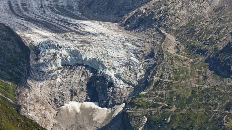 L'étude souligne notamment que la perte de surface entre 2003 et 2015 s'établit en moyenne à 2% par an sur les Alpes françaises, contre 0,7% sur la précédente période chiffrée (1986-2003).