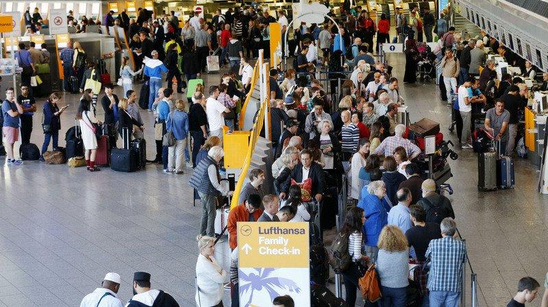Allemagne: plusieurs blessés légers à l'aéroport de Francfort, visiblement par une attaque au gaz lacrymogène