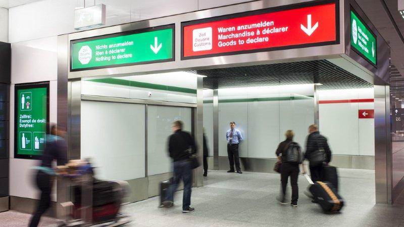 Le prix de nombreux produits importés a une fâcheuse tendance à prendre l'ascenseur en franchissant la douane (illustration).