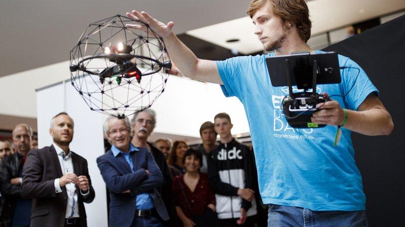 La troisième marche est occupée par Flyability, dans le top 100 depuis 2014. Sa soixantaine de collaborateurs met au point un drone doté d'une cage sphérique qui le protège contre les chocs.