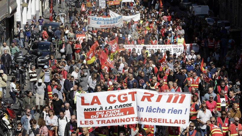 Le cortège des manifestants majoritairement constitué de militants de la CGT a défilé entre le Vieux-Port et la préfecture.