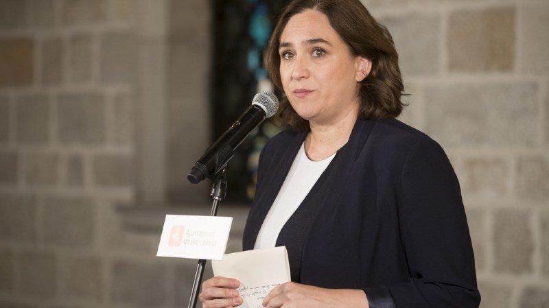 """Catalogne: la maire de Barcelone traite Rajoy de """"lâche"""""""
