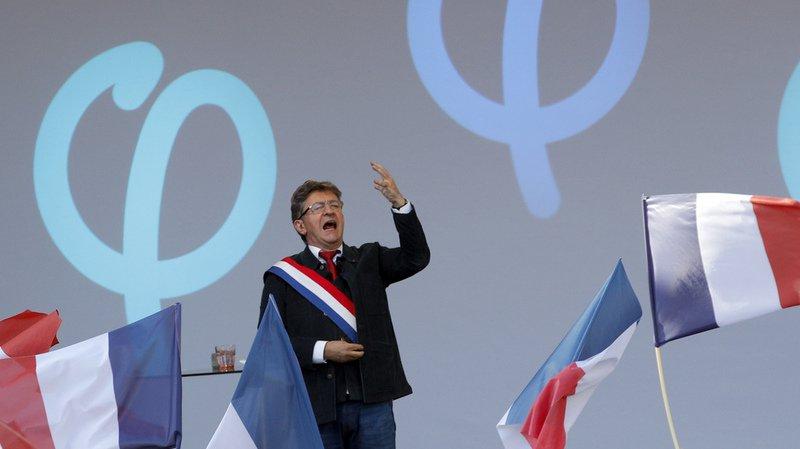 """France: la France insoumise défile contre le """"coup d'Etat social"""" du président Emmanuel Macron"""