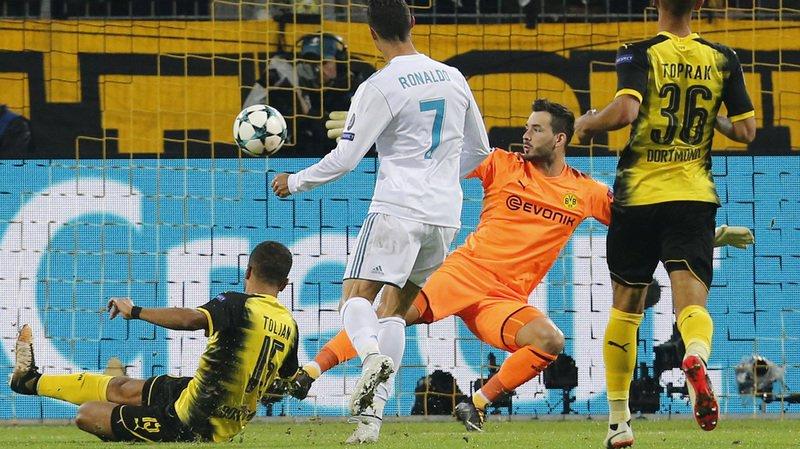 Le Suisse Roman Bürki, en orange, gardien du Borussia Dortmund, a été battu à trois reprises mardi soir, notamment par Cristiano Ronaldo.