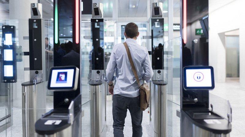 Durant la phase de test, qui s'achèvera dans le courant de l'an prochain, chacun est libre d'utiliser ou non la nouvelle installation pour présenter son passeport, qui doit être biométrique.