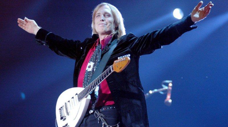 """Né en Floride, le 20 octobre 1950, Tom Petty a connu le succès avec des titres comme """"Free Fallin"""", """"Don't Come Around Here No More"""" et """"American Girl""""."""