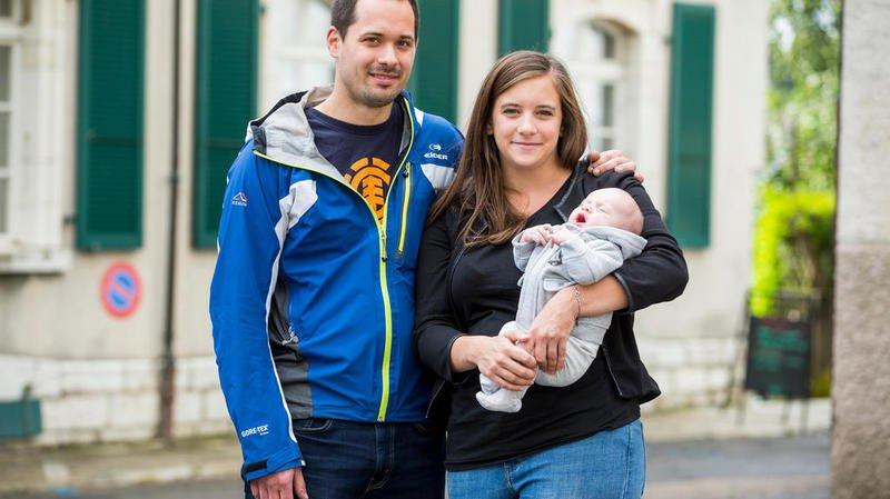 Stéphane Bignens et Sylvia Meylan sont les heureux parents du petit Maël qui est le 2000e habitant de Gimel.