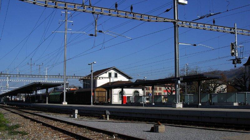 Une femme de 35 ans a été grièvement blessée par un train dimanche peu après minuit à la gare de Weinfelden (TG).