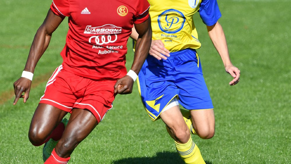 Amadou Sow (à g.) et Damien Rai à la lutte.