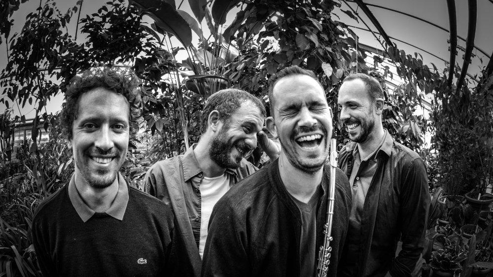 De g. à dr.: Marc Siegenthaler (claviers), Adrien Knecht (basse), Olivier Bill (flûte) e et Sylvain Rütti (batterie).